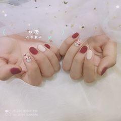 裸色绿色红色酒红色圆形夏天磨砂短指甲简约跳色秋天花朵手绘美甲图片