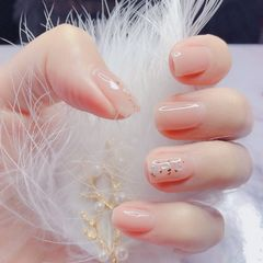 裸色方形夏天短指甲跳色新娘上班族金箔简约贝壳片美甲图片