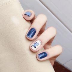 蓝色方圆形简约短指甲白色美甲图片