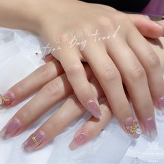 裸色方形夏天短指甲跳色新娘上班族简约美甲图片
