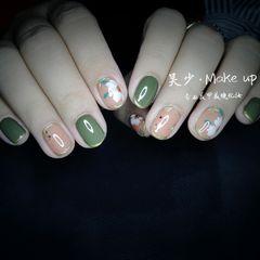 绿色裸色圆形橙色跳色花朵上班族短指甲夏天简约#复古#长岛冰茶花美甲图片