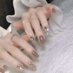 裸色方形短指甲简约钻美甲图片