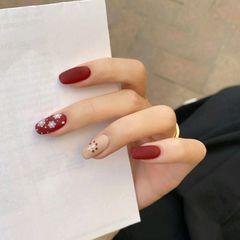红色裸色方圆形显白手绘秋冬磨砂跳色圣诞美甲图片