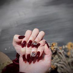 酒红色圆形简约新娘钻美甲图片