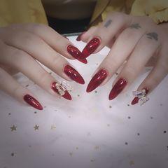 红色酒红色尖形新娘美甲图片