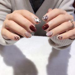 红色裸色方圆形短指甲跳色晶石猫眼手绘美甲图片