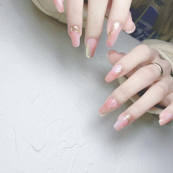 粉色新年美甲图片