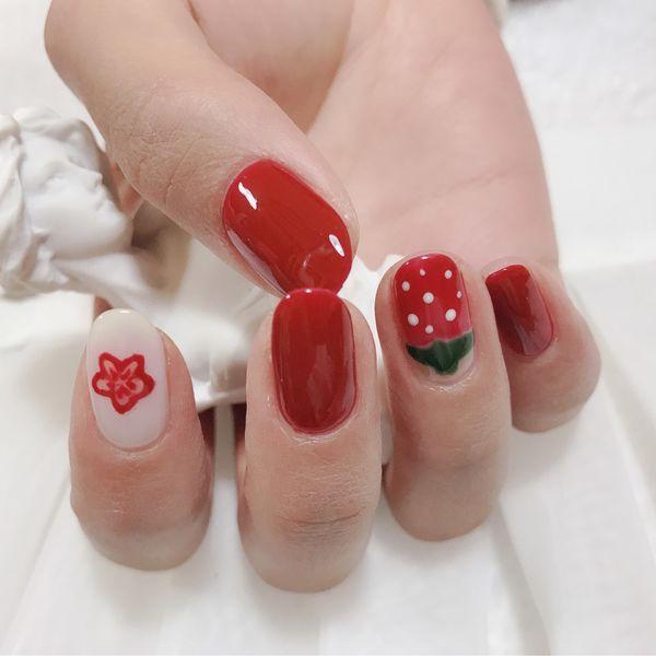 红色花朵手绘美甲图片