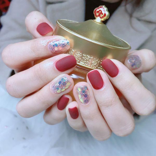 酒红色方圆形磨砂美甲图片