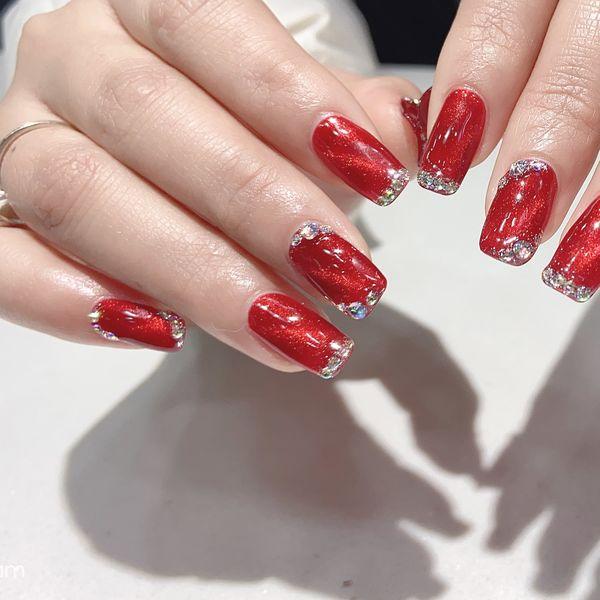 红色酒红色方圆形美甲图片