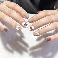 方圆形短指甲手绘蝴蝶结法式美甲图片