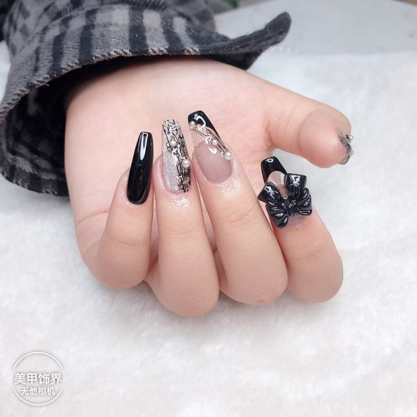 异形新娘法式黑色线条钻珍珠蝴蝶结美甲图片