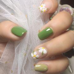 绿色方圆形夏天花朵简约跳色美甲图片