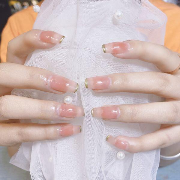 裸色方圆形夏天美甲图片