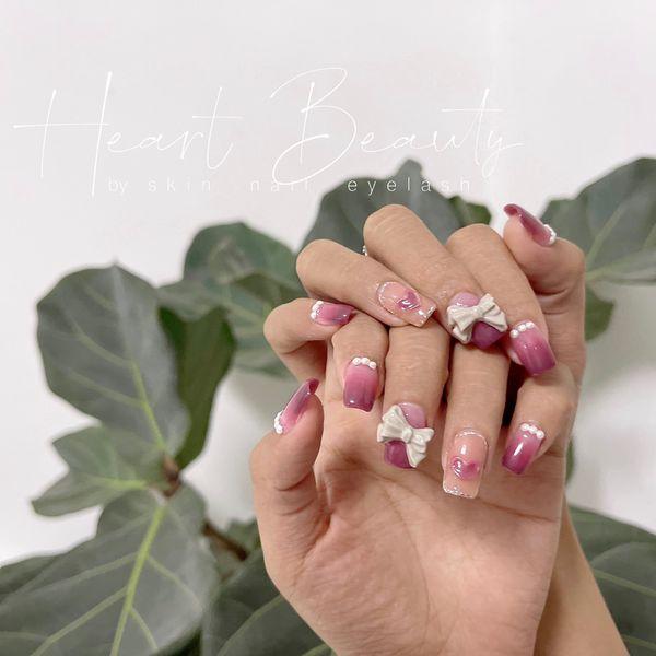 渐变珍珠豆沙紫粉色  爱心  蝴蝶结美甲图片