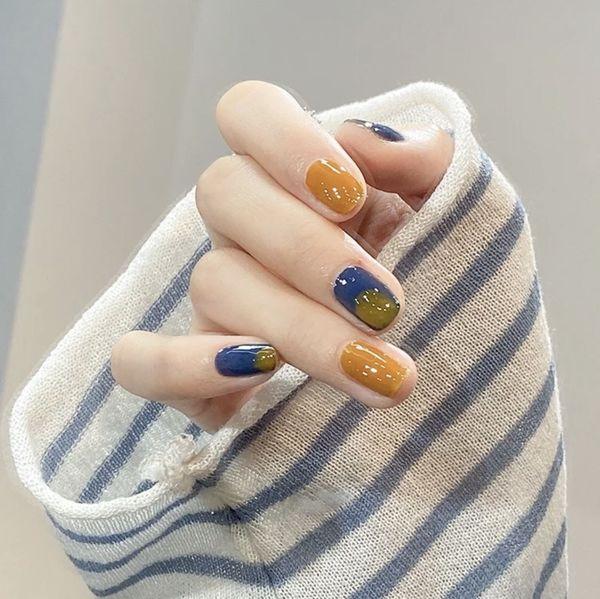 蓝色黄色方圆形夏天短指甲上班族简约晕染跳色美甲图片