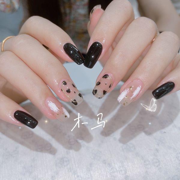 方形黑色日式美甲图片