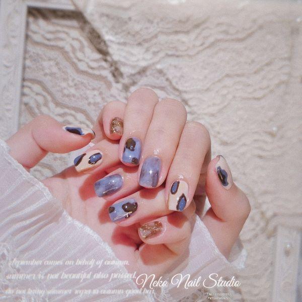 蓝色方圆形晕染手绘豹纹🌕happy Mid-autumn Festival 🌕  *:ஐ八月٩(๑´ᵕ`)۶十五ஐ:* 🌙月亮与你❣️皆可爱😘。 🎁祝你快乐❣️不止中秋🎁美甲图片