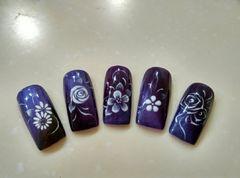 花朵手绘紫色方圆形美甲图片